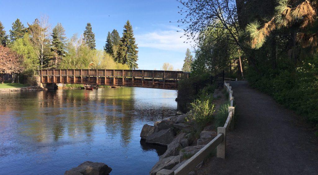 bridge at columbia park over deschutes river